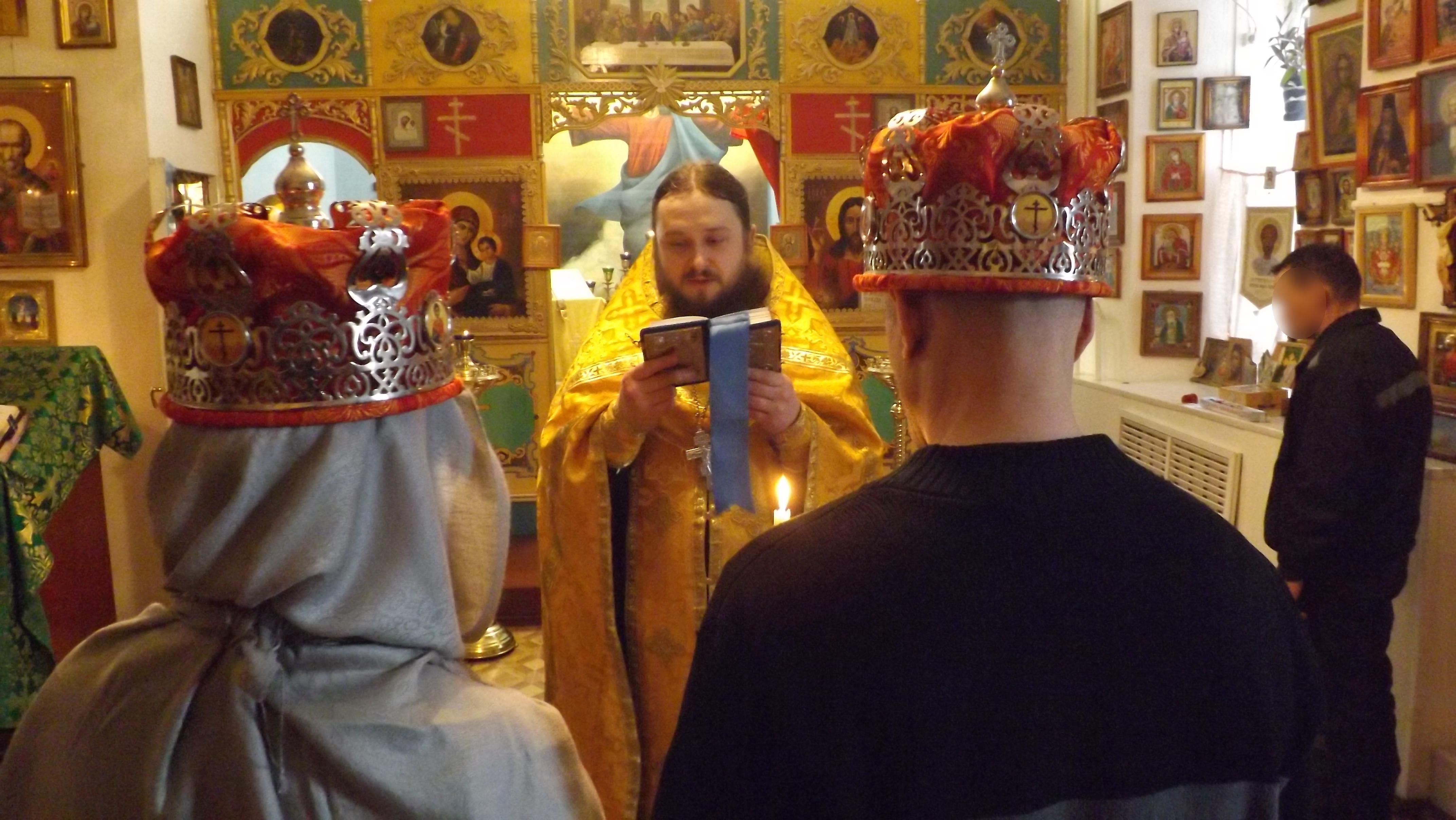 Таинство венчания проведено по православным канонам