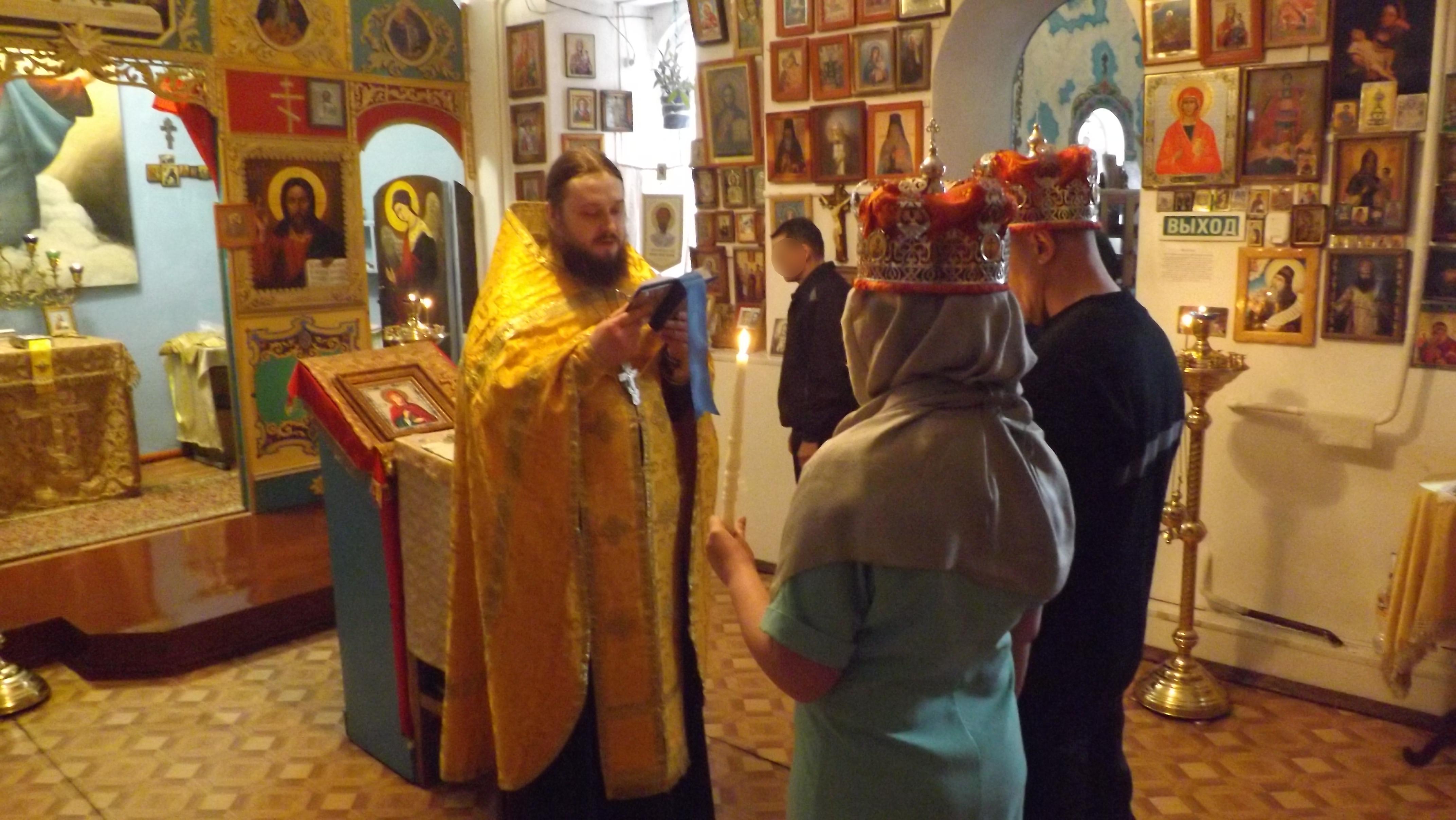 В исправительной колонии №3 УФСИН России по Липецкой области прошел обряд венчания осуждённого со своей избранницей