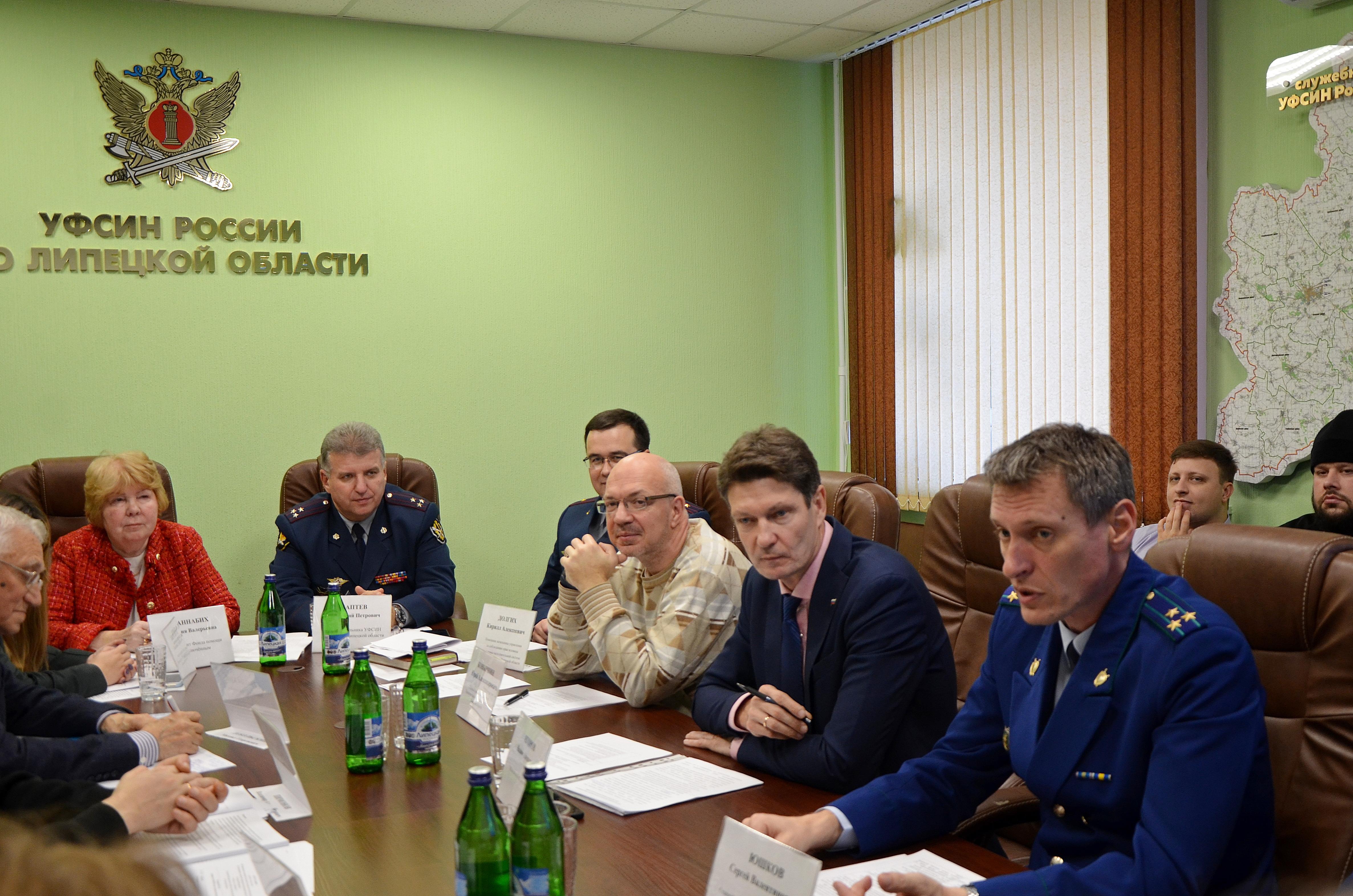 В ходе заседания круглого стола обсуждались вопросы создания реабилитационного центра для освободившихся осужденных, а также их постпенитенциарная адаптация